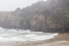 雨和北加利福尼亚海滩 免版税库存照片
