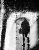 雨和反射在纽约 免版税库存照片