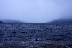 雨和雾在Saguenay海湾 免版税库存照片