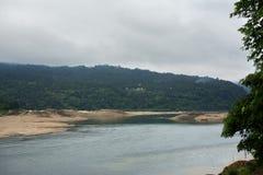 雨哺养的河 库存图片