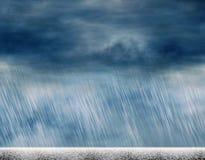 雨在多云天气的风暴背景 皇族释放例证