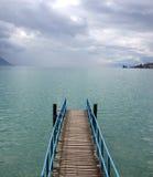 暴雨在莱芒湖,瑞士,欧洲的一个码头附近来 库存图片