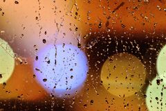 雨天在我的窗口的水下落 免版税库存照片