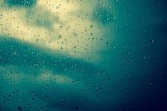 雨珠视窗 免版税库存照片