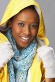 雨衣工作室佩带的妇女黄色年轻人 库存图片