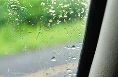 雨车窗外 库存图片