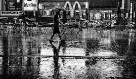 雨随着时间的推移摆正 免版税库存图片