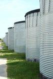 雨水存贮的被镀锌的钢筒仓在greenhousec附近的 库存照片