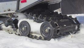 雪上电车的路辗 库存照片
