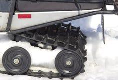 雪上电车的路辗 图库摄影
