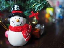 雪人和圣诞节装饰 库存图片