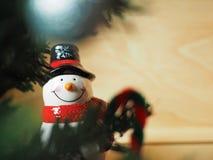 雪人和圣诞节装饰 免版税图库摄影