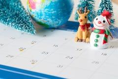 雪人和31天日历,圣诞节装饰物背景 库存照片