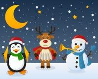 雪人在雪的企鹅驯鹿 免版税库存图片