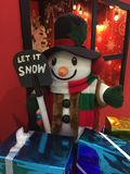 雪人来临到镇 免版税库存照片