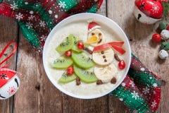 雪人粥燕麦粥早餐,孩子的乐趣圣诞节 库存图片