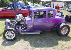 1932年雪佛兰跑车紫色 库存照片