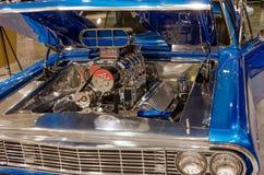 雪佛兰飞羚旧车改装的高速马力汽车引擎 库存图片