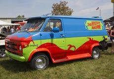 1974年雪佛兰Scooby Doo奥秘机器范侧视图 免版税库存照片