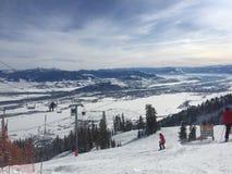 滑雪倾斜和升降椅在怀俄明 免版税库存图片