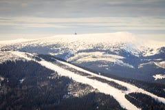 滑雪倾斜在Spidleruv Mlyn 库存照片