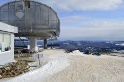 滑雪倾斜的上面 库存图片