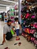 雪兰莪,马来西亚- 2017年9月18日:在特易购在Bukit Mahkota和班达尔Seri Putra附近的班达尔Puteri的买菜, 库存图片