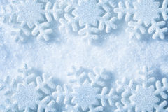 雪剥落框架,蓝色雪花装饰背景,冬天 免版税库存照片