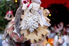 以雪剥落的形式圣诞节装饰 免版税库存图片