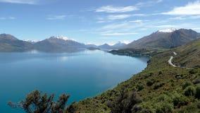 雪加盖了山和湖,南岛,新西兰 库存照片