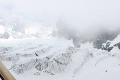 雪加盖的峰顶 免版税库存照片