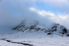 雪加盖的幽谷Etive 图库摄影