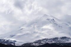 雪加盖的Elbrus山 免版税库存图片