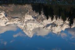 雪加盖的Teton反射 库存图片