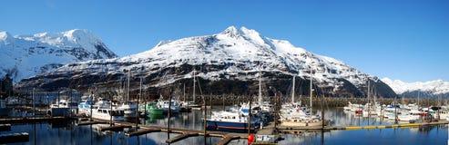雪加盖的Whittier港口阿拉斯加 免版税库存照片