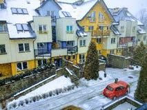 雪和冬天城市街道 免版税库存图片