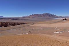 雪和岩石在阿塔卡马沙漠 图库摄影