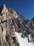 雪和岩石在高加索山脉 库存图片