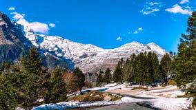 雪在喜马偕尔邦加盖了山 库存照片