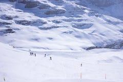 滑雪在山 库存图片