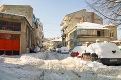 雪在波摩莱老镇的街道上漂移在保加利亚 库存照片