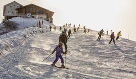 滑雪在阿尔卑斯 库存照片