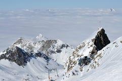 滑雪在滑雪道的滑雪者 图库摄影