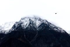 雪在Kinnaur,喜马偕尔邦印度加盖了山 免版税库存图片