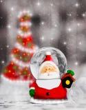 雪地球圣诞老人,圣诞树装饰 免版税库存图片