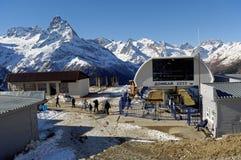 滑雪复合体在Dombai在高度2277 m Karachay-Cherkessia,俄罗斯 2016年11月24日 库存图片