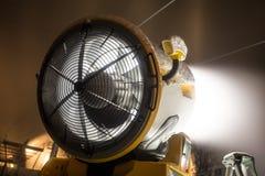 雪大炮在晚上 免版税库存图片