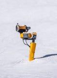 雪大炮在阿尔卑斯 库存照片