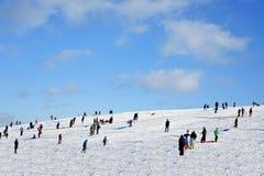 雪小山12月假日 库存照片
