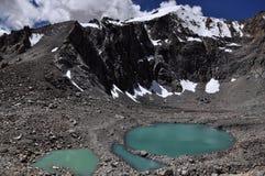 雪山和湖 免版税库存图片